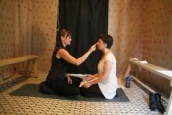 Se toucher dans les toilettes. 2013. Performance. Bain-Saint-Michel, Montréal. Photo: Michel Gauthier, Cinécole.
